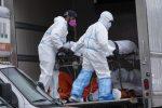 恶臭有液体滴落 纽约殡仪馆将60具尸体囤放卡车中_图1-4